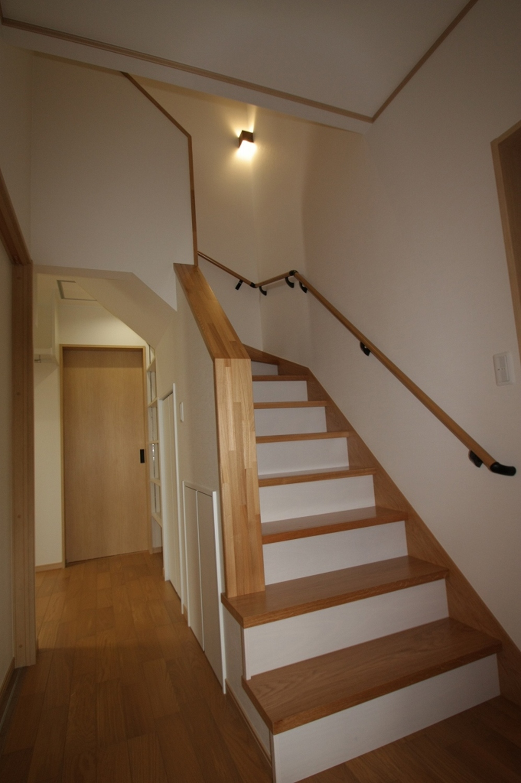 岩手県で家を建てる千葉建設の階段事例写真